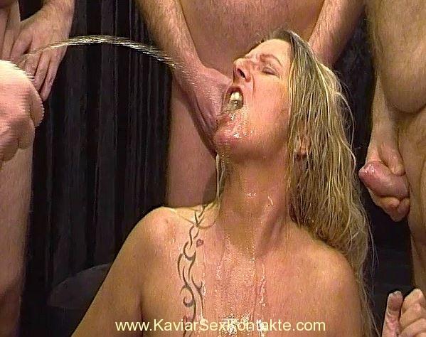 Сип Маре у слободном Гангбанг са пуно сперме и мокраћу